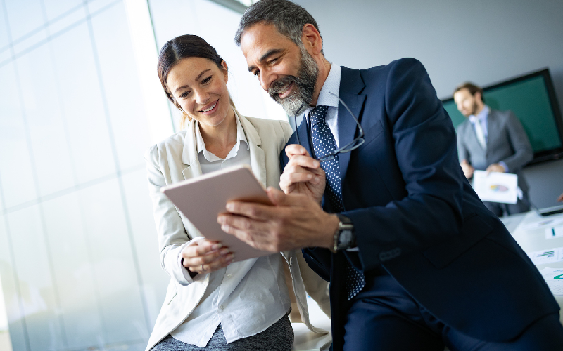 Reasons You Should Work with a Business Advisor While Buying a Business